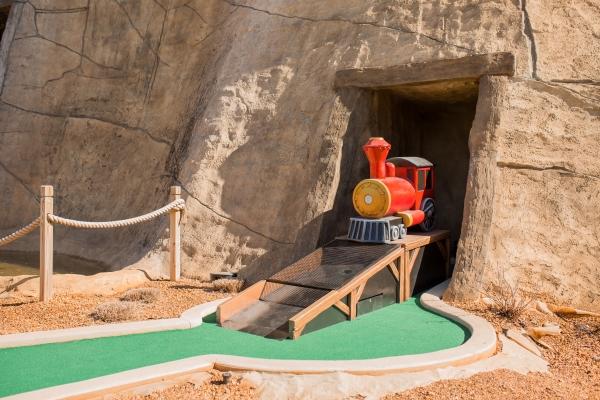 Mini Golf – Lakepoint Station